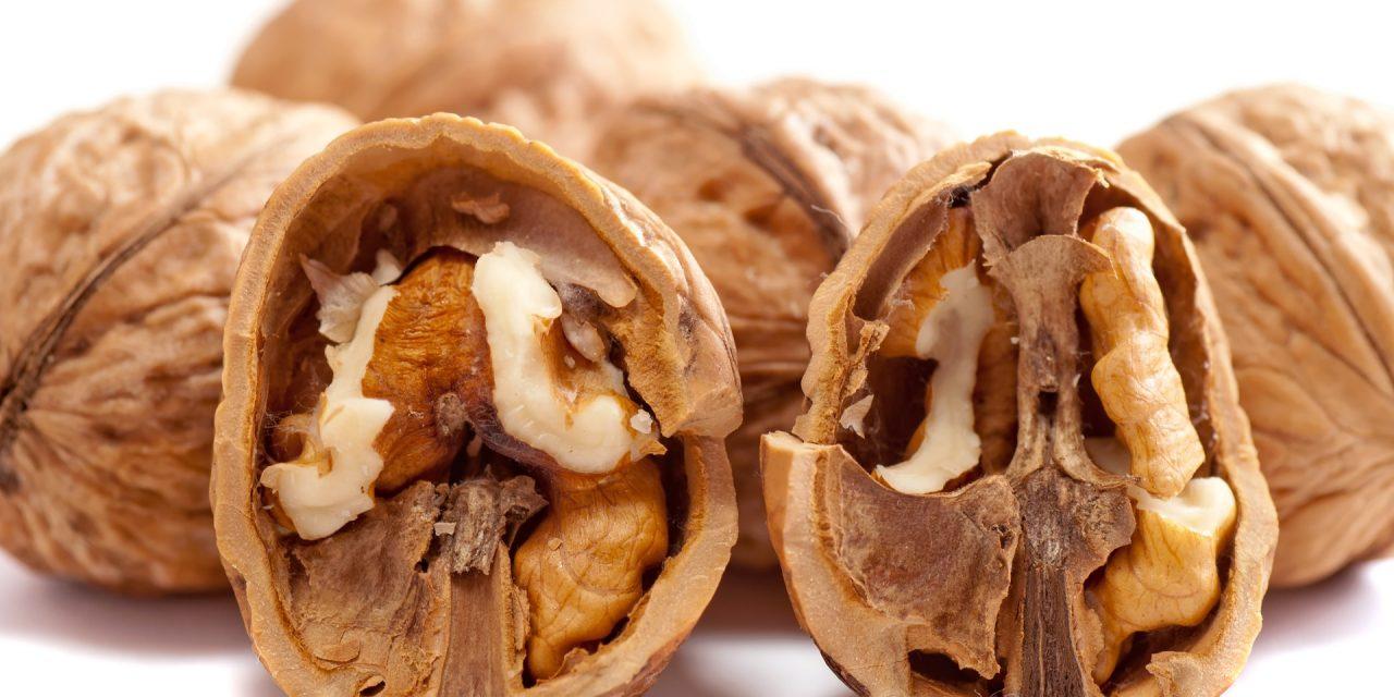Consumul de nuci reduce riscul de boli de inimă în cazul diabeticilor