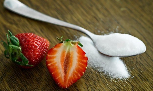 Dieta bogată în zahăr întârzie răspunsul neuronilor care semnalează saţietatea, declanşând riscul de a mânca în exces