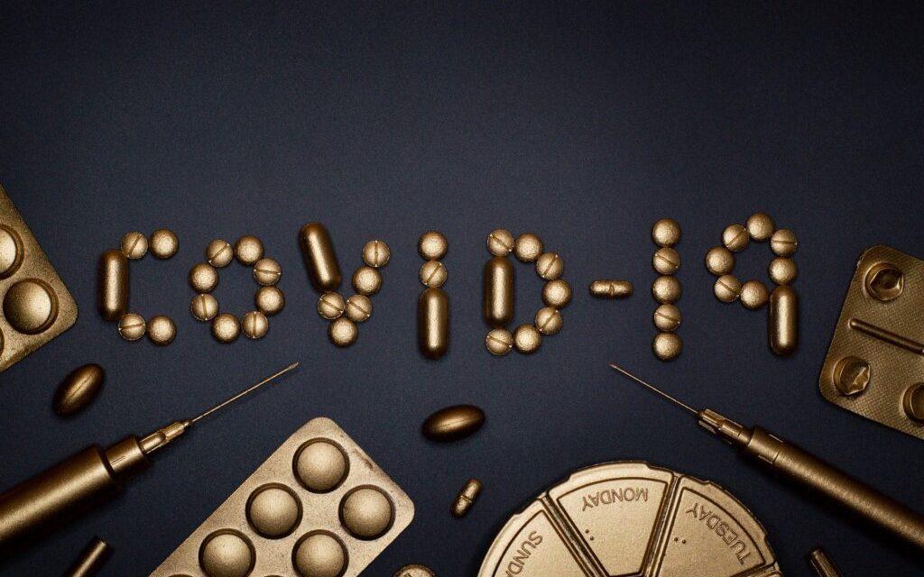 COVID-19 și bolile cronice: interacțiuni medicamentoase